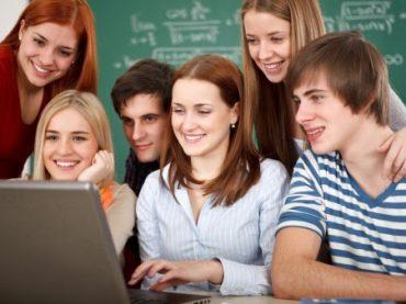 52 alumnos universitarios de Casares harán prácticas durante el verano en el Ayuntamiento