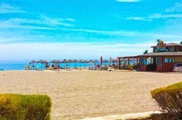 Los trabajos de mejora de las playas de Manilva, en el punto de vista de César León
