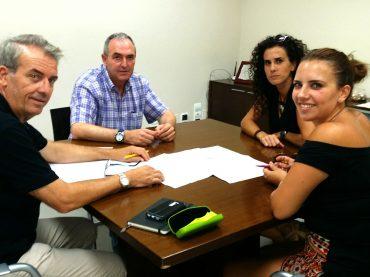 El Ayuntamiento presenta el proyecto para la guardería de Casares Costa