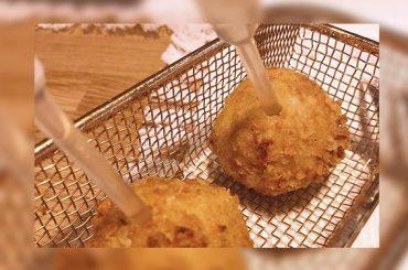Cocina de verano | Croquetas de pringá con infusión de hierbabuena