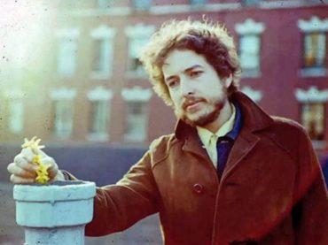 Música para camaleones   Felices 80, Bob